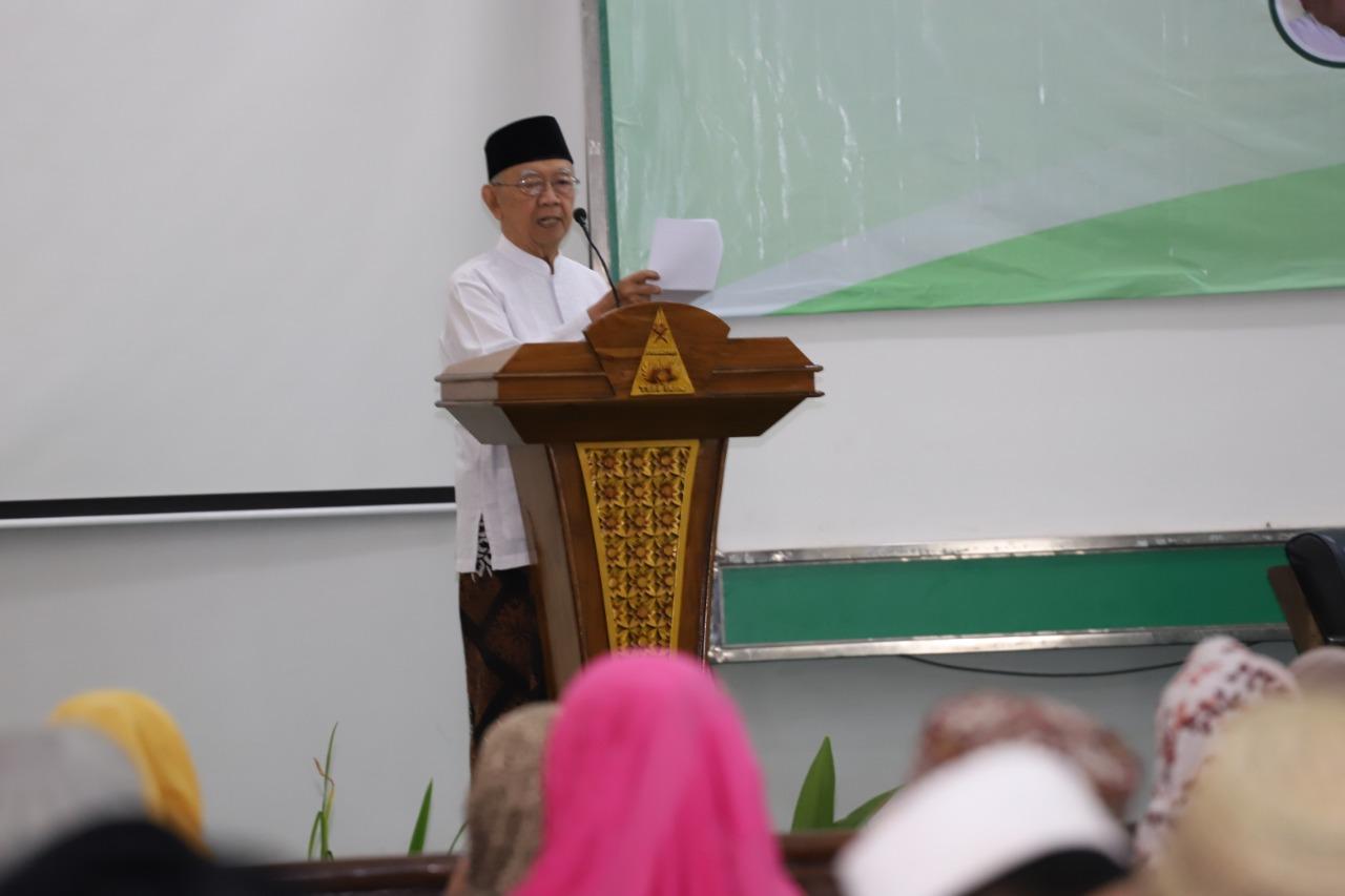 """Gus Sholah saat membuka acara dialog bertajuk """"'Dialog Ulama dan Umara dalam Strategi Penerapan Jaminan Produk Halal untuk Indonesia', di Jombang. Foto: net"""